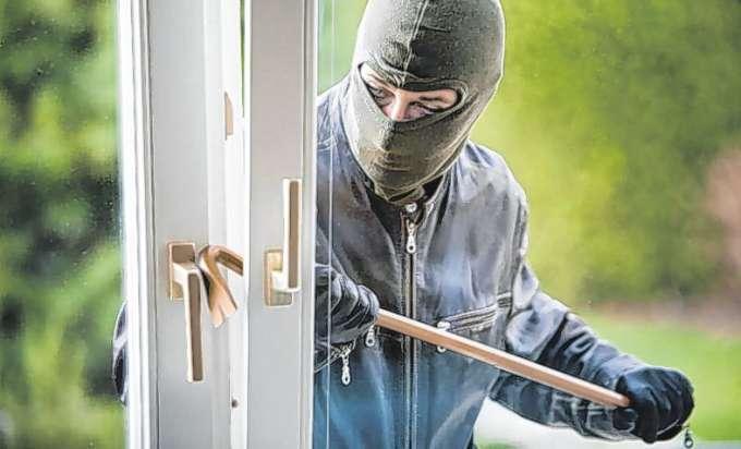schutz vor einbruch ein sicheres heim schreckt ungebetene g ste ab. Black Bedroom Furniture Sets. Home Design Ideas