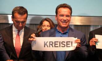 Sensation: Arnold Schwarzenegger besucht Kreisel Electric in Rainbach