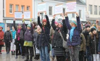 1Billion Rising am Hauptplatz von Amstetten