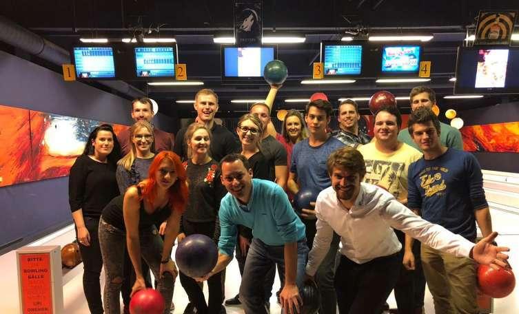 Junge Wirtschaft zeigte ihr Geschick beim Bowling - Tips - Total Regional