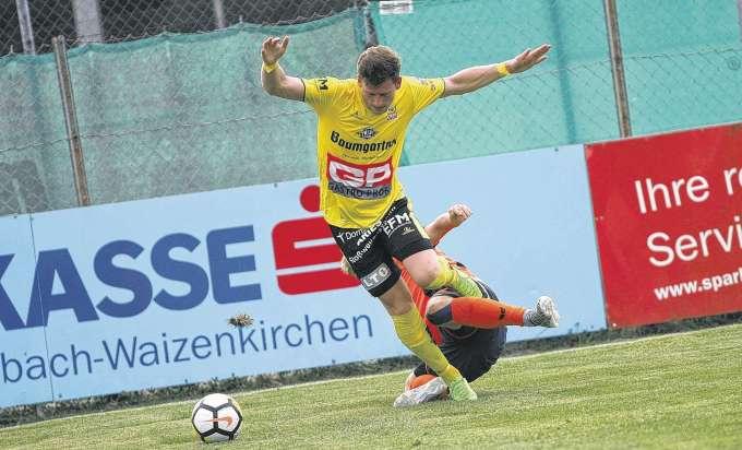 Fussball Quartett Steigt Die Cup Leiter Hoch Auftakt Zu