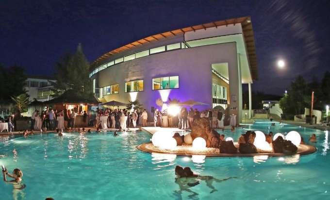20 Jahre Therme Geinberg Mit Einer Neuen Outdoor Lounge Und