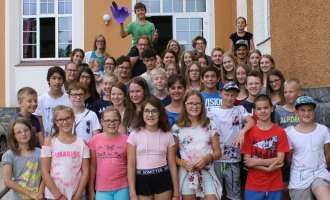 Kinder genossen Sommer am Wave Camp