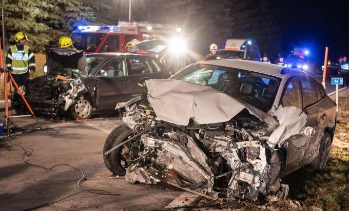 Alkolenker Prallte In Gegenverkehr Schwerer Verkehrsunfall Auf Der