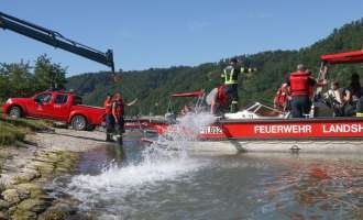 Boot in Schleuse gekentert