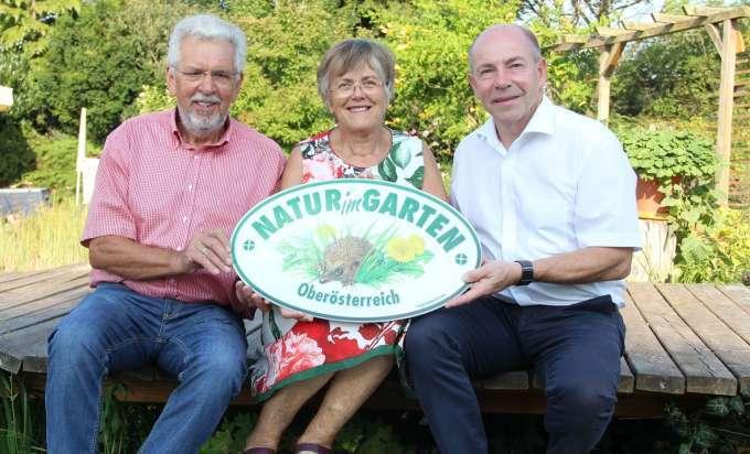 Natur Im Garten 30 Gartler Aus Oberosterreich Erhielten Plakette