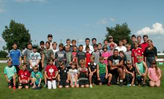 30 Kids schnuppern bei American-Football Feriencamp