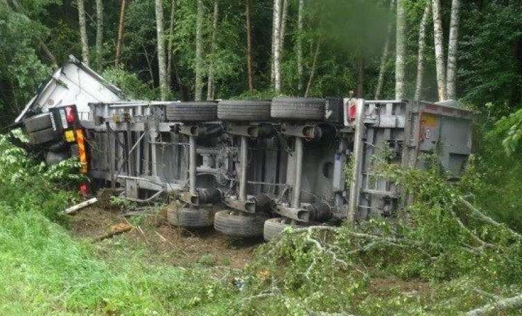 B38 nach Unfall vier Stunden gesperrt