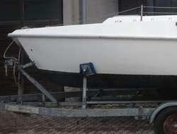 Boot mit Elektroantrieb Accumot und Hafentrailer