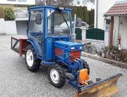 Traktor ISEKI 2160 inkl. Schneepflug, Heckkiste und Streugutbehälter